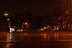 Gotas da chuva na noite Fotografia de Stock