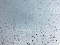 Gotas da chuva na superfície da janela Imagens de Stock Royalty Free