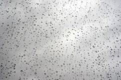 Gotas da chuva no indicador inclined (vidro) Imagens de Stock