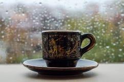 Gotas da chuva no vidro de janela imagem de stock