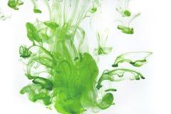 Gotas da pintura da cor na água TINTA que roda debaixo d'água Fotografia de Stock Royalty Free