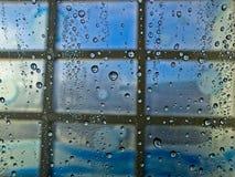 Gotas de água no indicador foto de stock royalty free