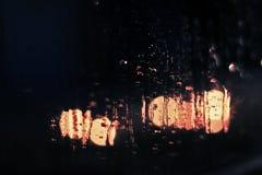 Gotas de agua en la ventana fotos de archivo