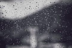 Gotas de agua sobre el vidrio imágenes de archivo libres de regalías