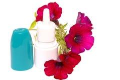 gotas de la Anti-alergia en la nariz. Fotografía de archivo