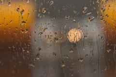 Gotas de la lluvia sobre el vidrio Foto de archivo
