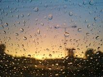 Gotas de la lluvia sobre el vidrio Imágenes de archivo libres de regalías