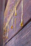 Gotas de la resina en la pared vieja fotos de archivo libres de regalías