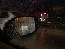 Gotas de lluvia en el parabrisas imágenes de archivo libres de regalías