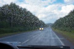 Gotas de lluvia en el parabrisas Fotos de archivo libres de regalías