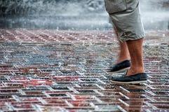 Gotas de lluvia en la calle Fotografía de archivo