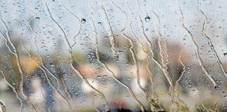 Gotas de lluvia en una ventana Foto de archivo libre de regalías