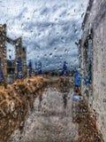 Gotas de lluvia en una ventana foto de archivo