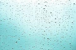 Gotas de lluvia en una ventana Imágenes de archivo libres de regalías