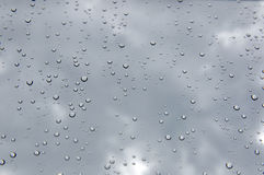 Gotas de lluvia en ventana Foto de archivo