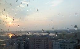 Gotas de lluvia en vidrio imágenes de archivo libres de regalías