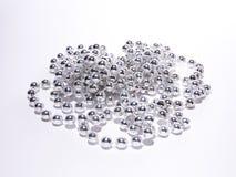 Gotas de plata de cadena de la bisutería Fotos de archivo libres de regalías