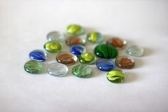Gotas de vidro coloridas no fundo claro Fotos de Stock Royalty Free