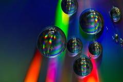 Gotas del agua en el CD Imagen de archivo