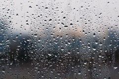 Gotas del agua sobre el vidrio Foto de archivo libre de regalías