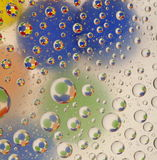 Gotas del agua sobre el vidrio Foto de archivo