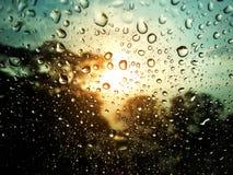 Gotas del agua sobre el vidrio Imagen de archivo