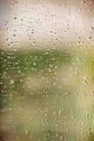 Gotas del agua sobre el vidrio de ventana Imagen de archivo libre de regalías