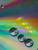 Gotas en el Cd-disco fotos de archivo