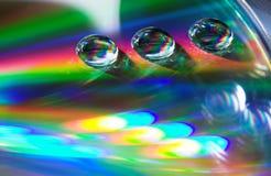 Gotas en el CD-disco imagenes de archivo