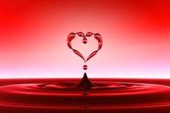 Gotas en forma de corazón del agua roja Imagen de archivo