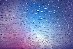 Gotas en ventana. Diversos colores Fotos de archivo libres de regalías