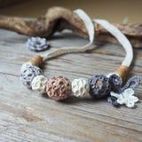Gotas hecha a ganchillos flor foto de archivo libre de regalías