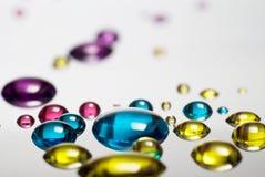 Gotas líquidas com reflexão Imagem de Stock Royalty Free