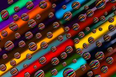 Gotas macro da água e teste padrão simétrico colorido do sumário do lápis Imagens de Stock