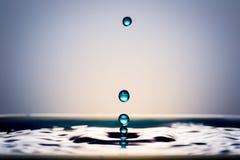 Gotas muito bonitas da água Sente calmo e fresco Imagens de Stock