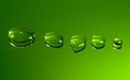 Gotas refletidas da água no verde Imagens de Stock Royalty Free