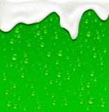 Gotas verdes da cerveja Fotografia de Stock