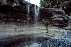 Gotejamento da cachoeira da praia de Sandcut, ilha de Vancôver Foto de Stock