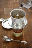 Gotejamento do café no estilo vietnamiano fotografia de stock