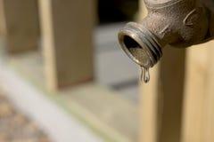 Goteo del agua fotografía de archivo libre de regalías