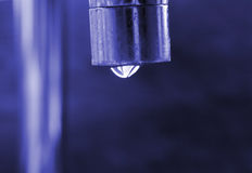 Goteo del agua del golpecito Fotografía de archivo libre de regalías