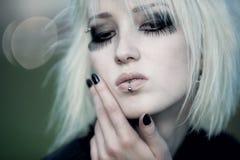 goth женщина портрета outdoors стоковое изображение rf