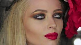 Goth dam som poserar för kamera lager videofilmer
