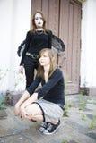 Goth et jolie fille photographie stock libre de droits