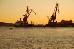 Gothenburg-Hafen durch Sonnenuntergang, Schweden Lizenzfreies Stockbild