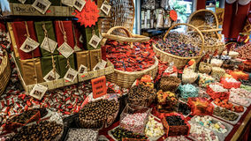 GOTHENBURG SZWECJA, Czerwiec, - 13, 2016: Cukierku sklep z szeroką rozmaitością przysmaki w centrum miasta Obrazy Royalty Free
