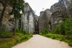 Gotic-Tor im einzigartigen Felsenberg Adrspasske skaly im Nationalpark Adrspach, Tschechische Republik Stockbilder