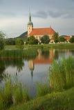 Gotique kyrka in mest, tjeckisk republik Arkivfoton