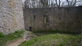 Gotisch de binnenplaatsvestingwerk van de kasteelmuur stock video