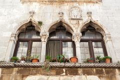 Gotisch venster in Kroatië - Porec Stock Fotografie